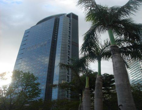 Ayala triangle gardens paseo de roxas