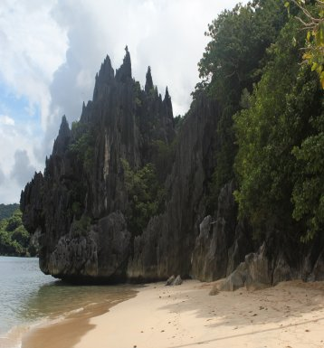 Caramoan Hunongan Cove has limestone cliffs and beach
