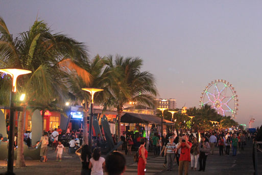 MOA Eye ferris wheel bay city manila philippines