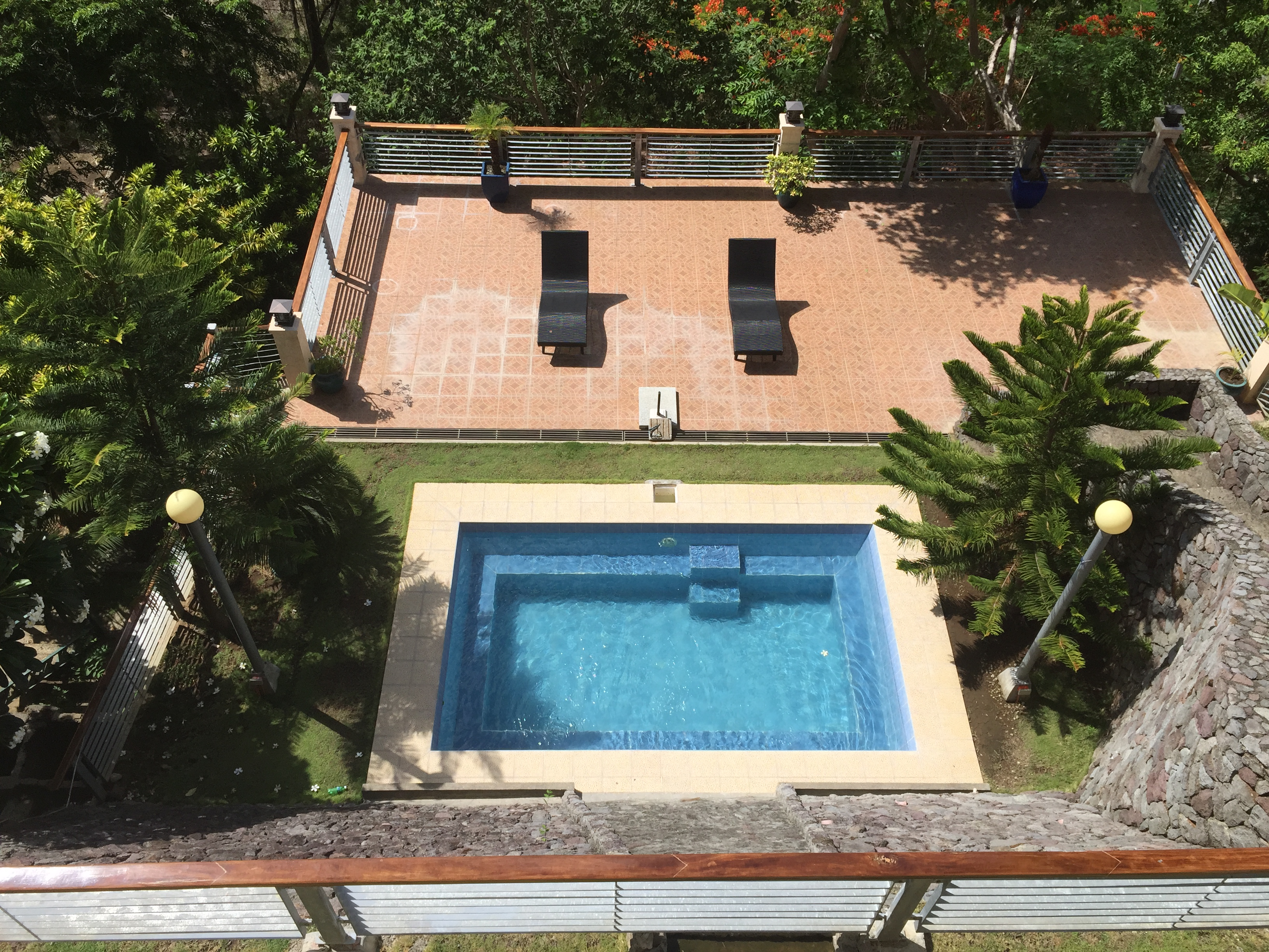 swimming pool weekend getaway close to Manila