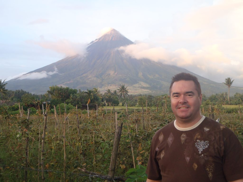 Mt Mayon top 8 volcanoes in philippines