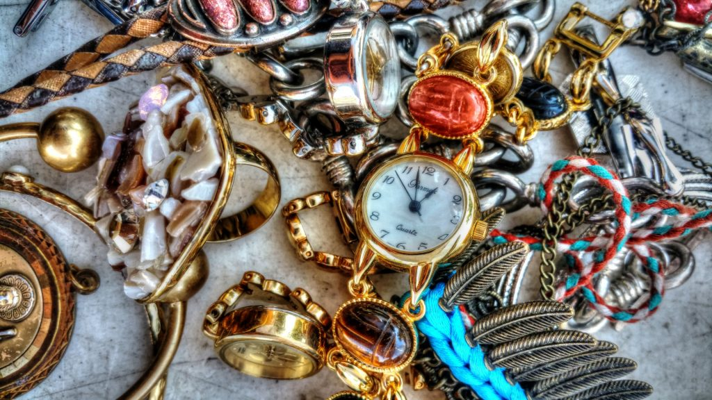 Avoid scams in Philippines like fake jewelry, watches and bracelets